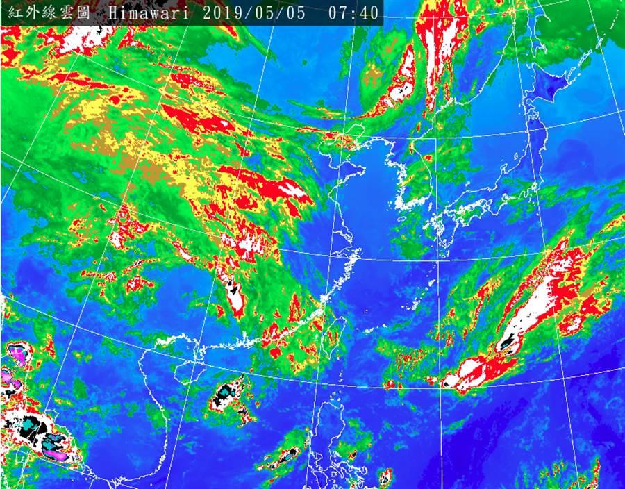 圖為紅外線雲圖,鋒面一路從大陸到太平洋。(翻攝自 中央氣象局)