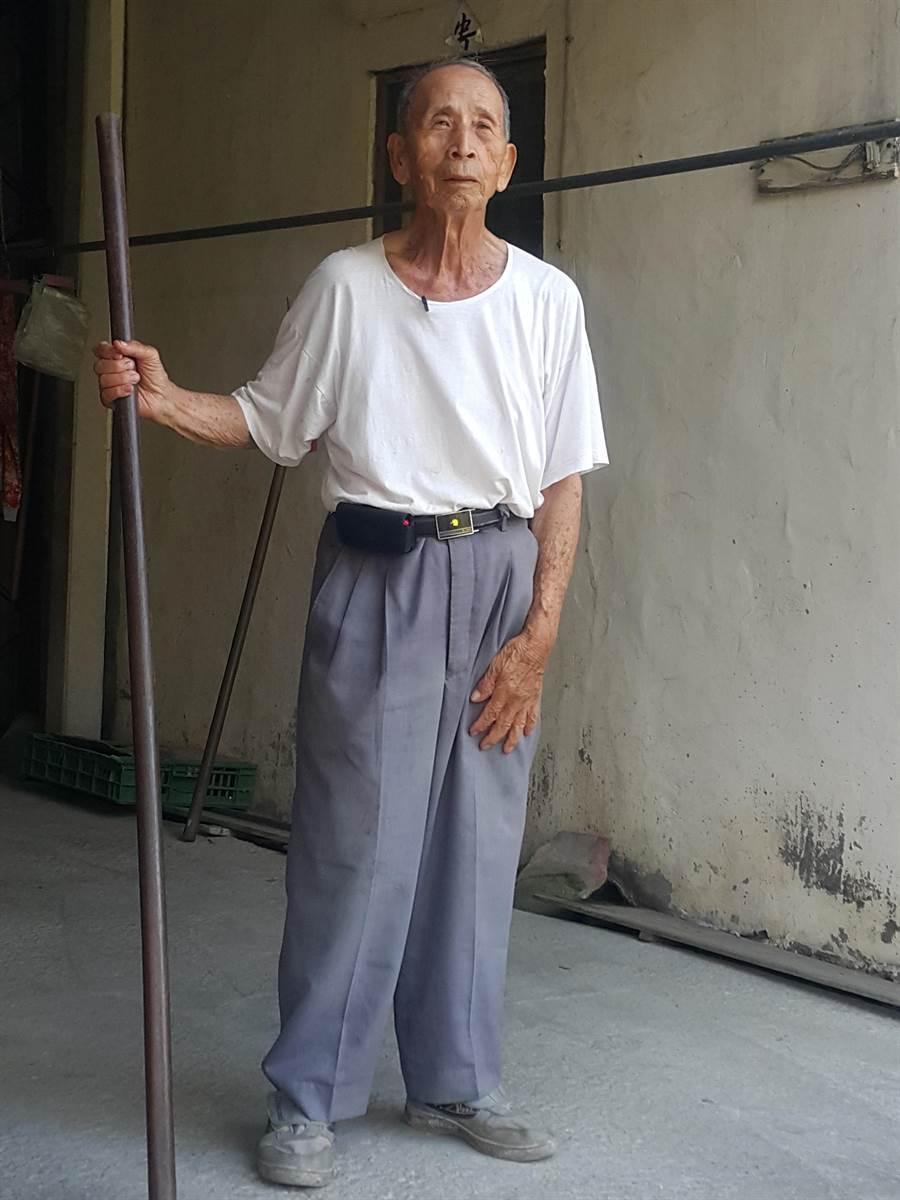 93歲的西螺七崁武術勤習堂老師父李羅村,生前維持每日清晨練功,身體相當硬朗。(周麗蘭攝)