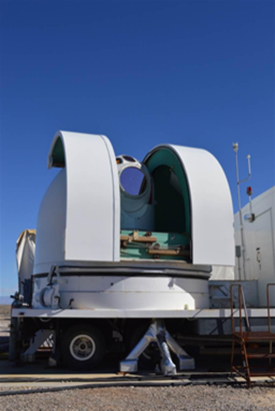 洛馬的地面雷射砲成功的擊落飛行中的飛彈,這是雷射武器開發的首例。(圖/美國空軍)