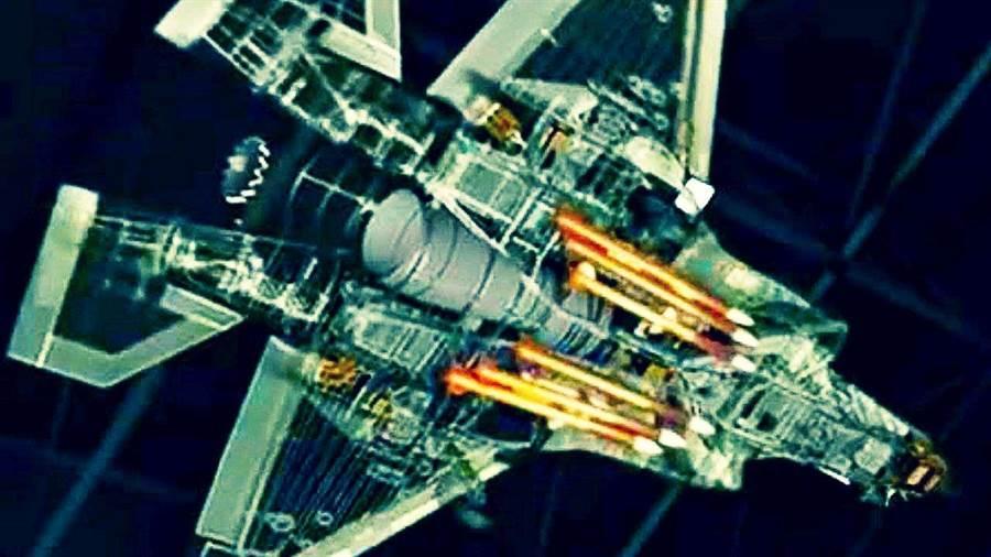 洛馬多年前就試著修改F-35彈艙,使它能塞下6枚AIM-120。(圖/洛馬)