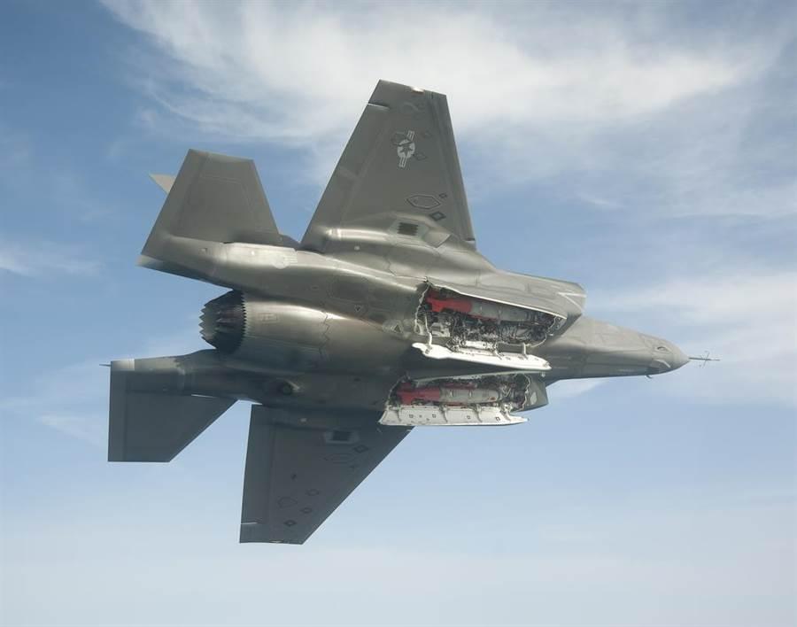 F-35的彈艙大約只能攜帶2枚中型炸彈。(圖/洛馬)