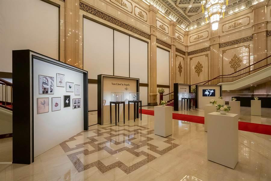 梵克雅寶獨家贊助「第十三屆國際芭蕾舞星在台北」,並在國家戲劇院舉辦芭蕾舞伶胸針與腕表展。(Van Cleef & Arpels提供)