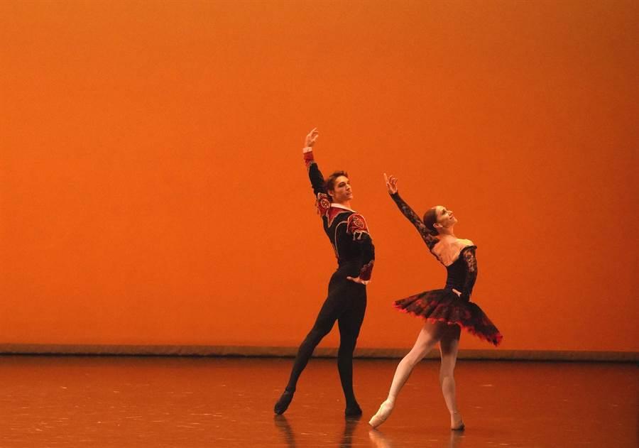 梵克雅寶贊助「第十三屆國際芭蕾舞星在台北」在國家戲劇院登場,圖為舞劇《唐吉軻德》。(Van Cleef & Arpels提供)