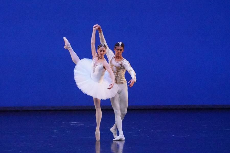 梵克雅寶贊助「第十三屆國際芭蕾舞星在台北」在國家戲劇院登場,圖為舞劇《舞姬》。(Van Cleef & Arpels提供)
