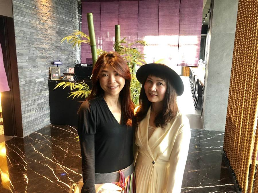 蘭萱(左)與蘭虹宛如親姊妹般相約用餐、逛街、喝下午茶。圖:蘭虹提供