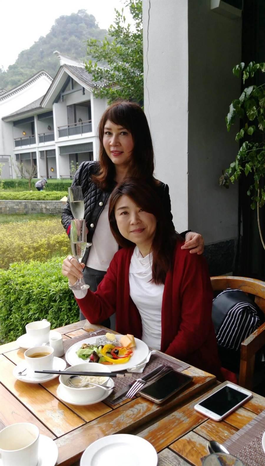 住陽朔悅榕庄,兩人都喜歡在戶外吃早餐。圖:蘭虹提供