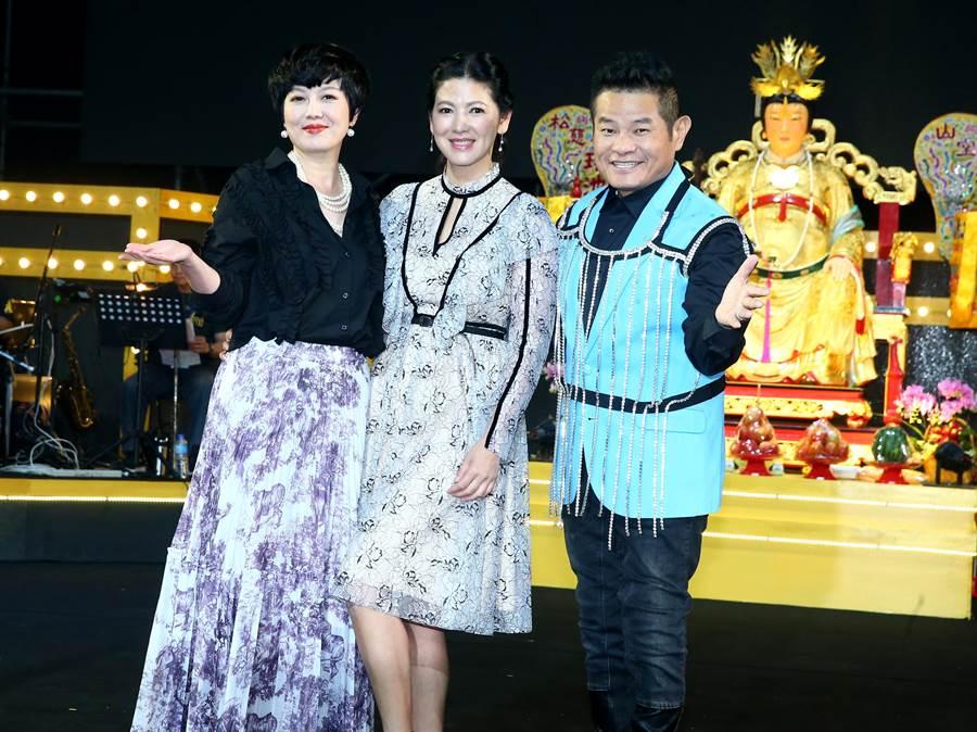 陳明真上苗可麗、許效舜第五次主持的母娘文化季音樂會。(粘耿豪攝)