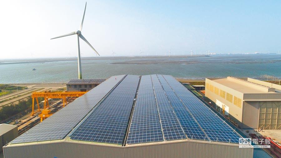 用電大戶強制使用一定綠電,經濟部初期將推「獎勵制」,主動裝設再生能源設備者負擔比例將可打折。(本報資料照片)