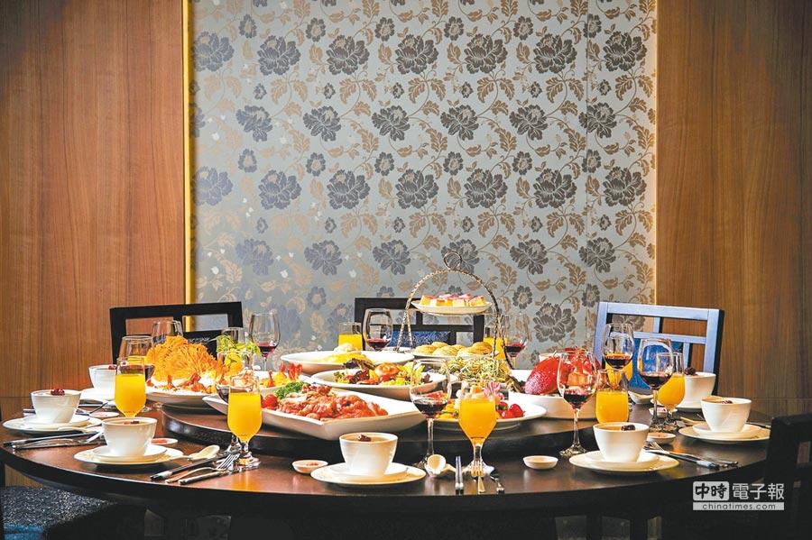 訂購凱達母親節當天中午1萬5000元桌菜,加送「百宴」自助餐平假日午晚餐券乙張。