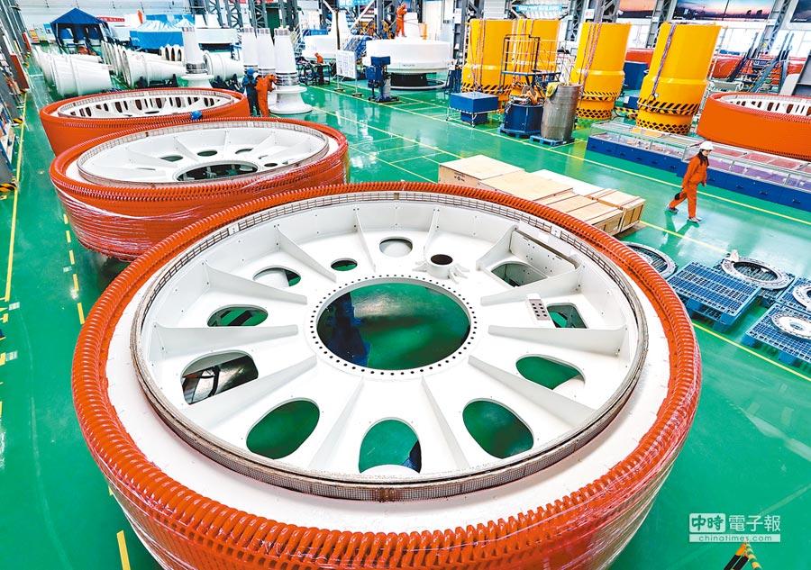 張家口經濟開發區一家風電設備生產企業。(新華社)