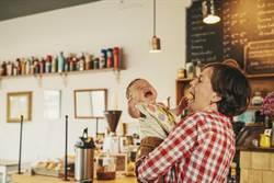 小孩吵鬧多收錢 咖啡廳公告掀網戰