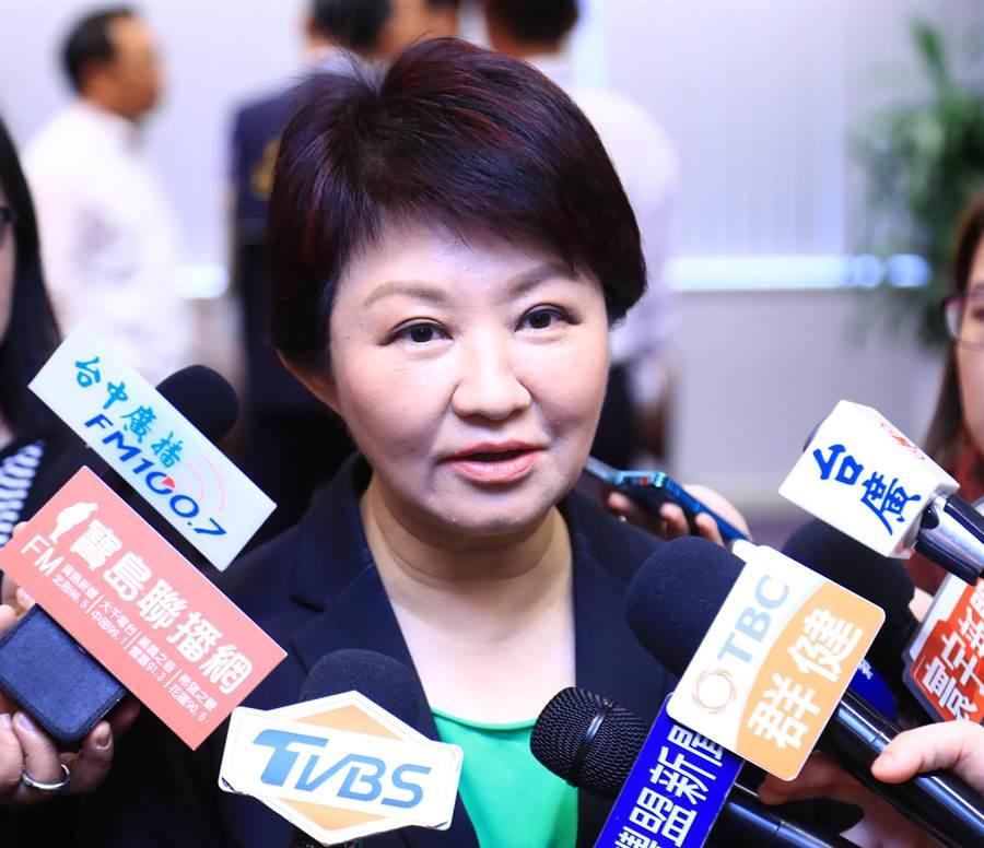 台中市長盧秀燕6日表示,如果台中設立自經區,希望加上兩個條件,第一是要採購台灣的原料,第二是「只准出口、不准內銷」,避免其他國家利用自經區的優勢產生排擠效果。(盧金足攝)