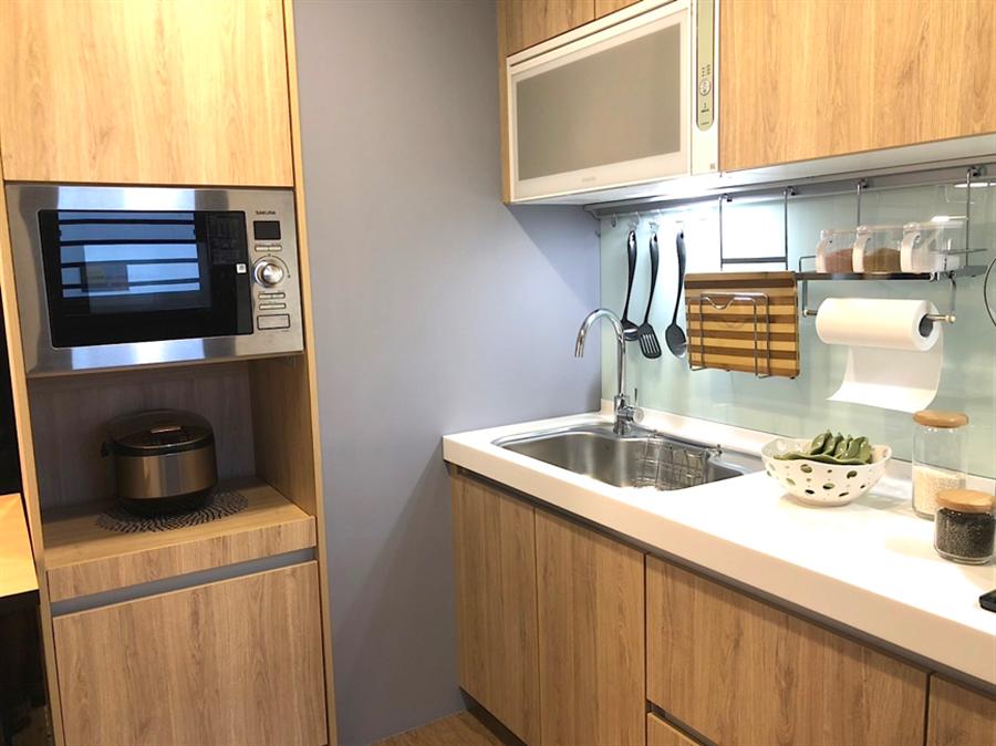 ▲廚房設置電器櫃,強化立面收納。(圖/業者提供)