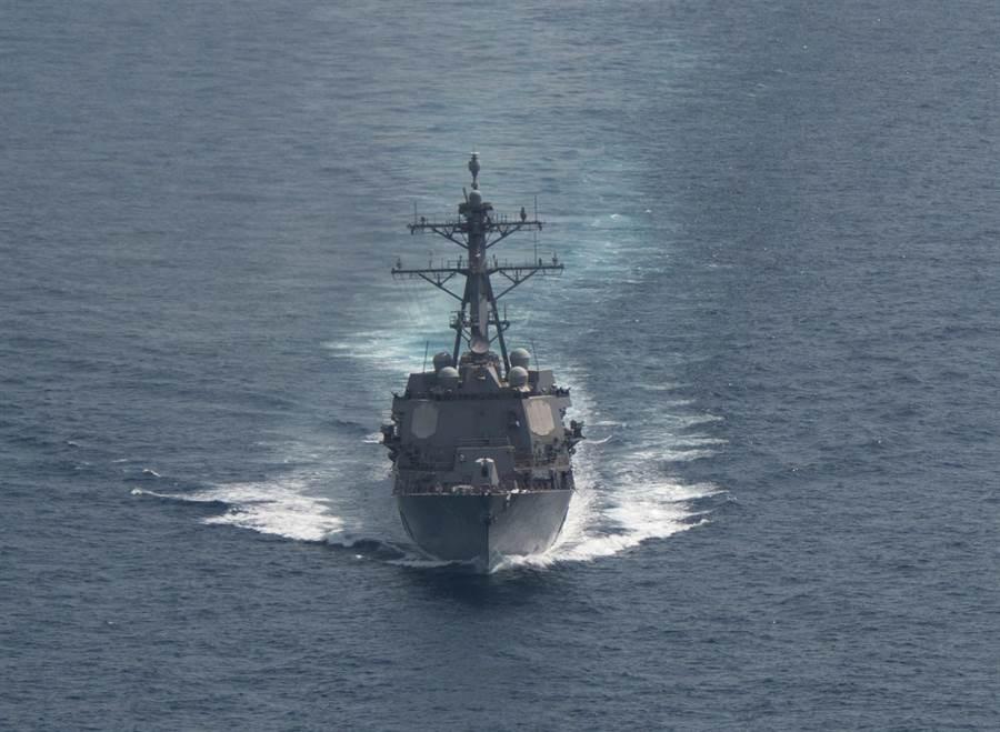 美國飛彈驅逐艦「鍾雲」號2019年3月1日的資料照。(美國海軍)