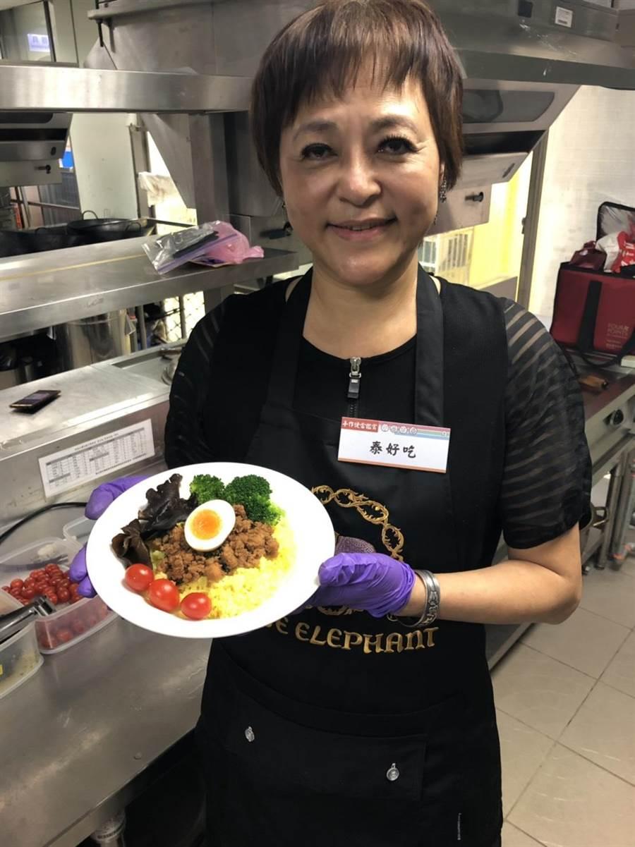 中崙市場店家泰好吃推出「打拋豬肉飯」,清爽開胃。(吳堂靖攝)