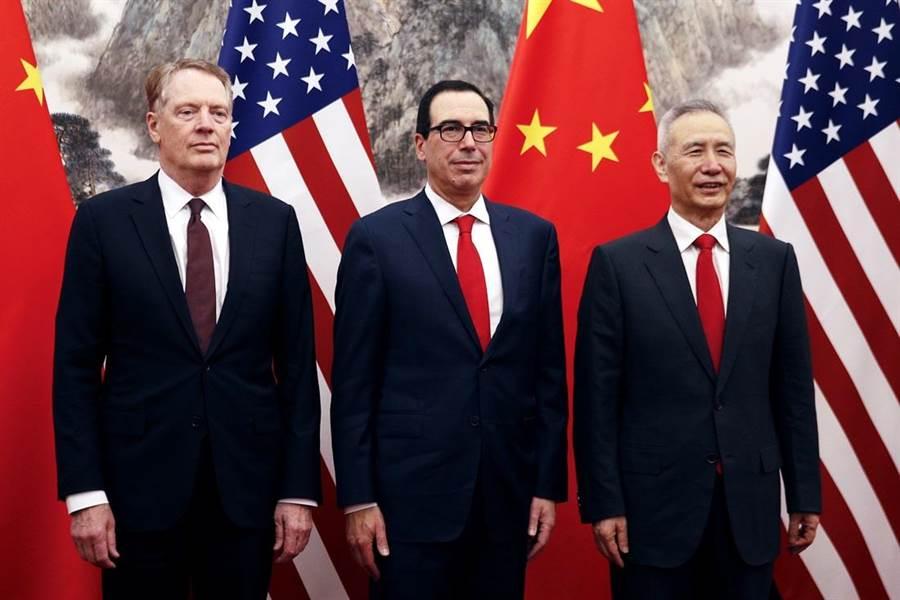 美陸貿易談判生變。圖左起為美國貿易代表萊特海澤、美國財政部長梅努欽、大陸國務院副總理劉鶴。(圖/美聯社資料照)