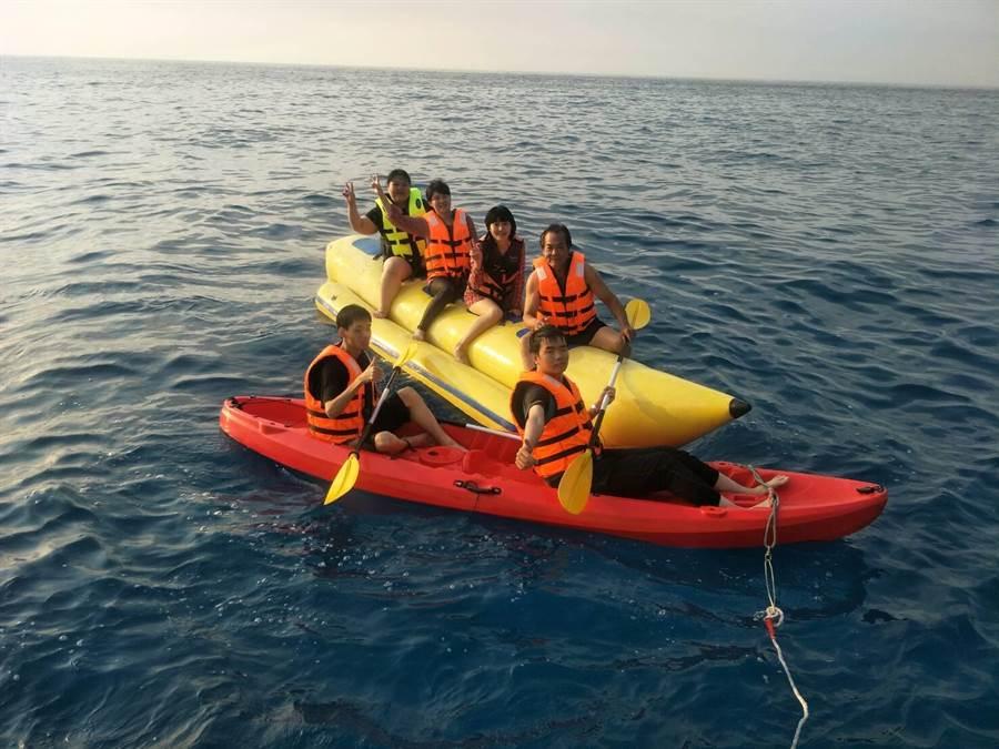 不少人喜歡在美麗的東海岸享受划獨木舟樂趣。(蔚藍遊艇俱樂部提供)