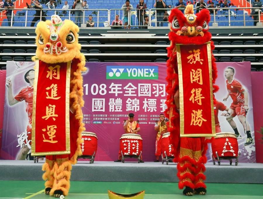 108年全國羽球團體錦標賽今天開幕,典禮上的表演預祝中華隊前進2020東京奧運旗開得勝。(中華羽協提供)