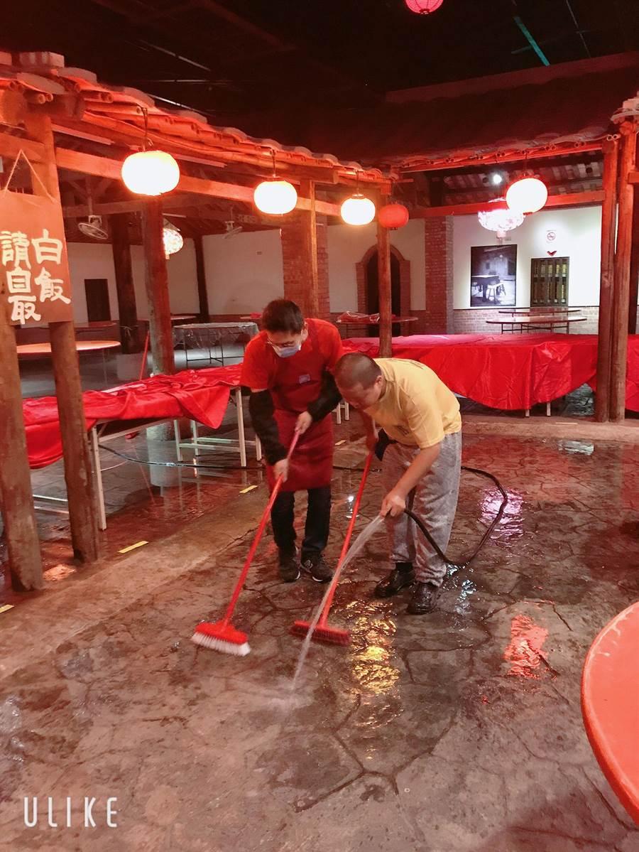 寶島時代村內部正在整修裝潢中。(沈揮勝翻攝)