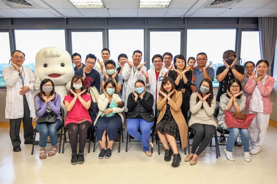 中國醫藥大學新竹附設醫院邀請媽媽寶寶「回娘家」,分享產前產後的喜悅。(羅浚濱攝)