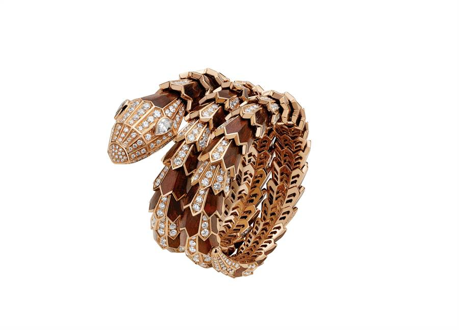 微風廣場BVLGARI Serpenti系列頂級玫瑰金與蛇紋木鑽石手鍊,價格店洽。(微風提供)