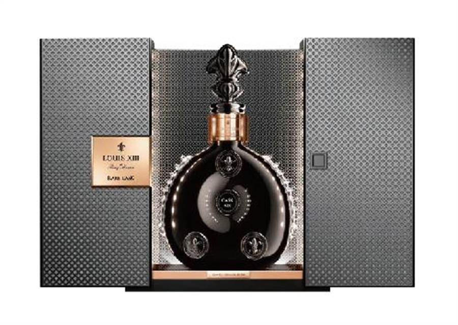 微風超市路易十三黑蘊典藏42.6大香檳干邑700ml,限量1組,限定價105萬元。(微風提供)(未滿18歲請勿飲酒)
