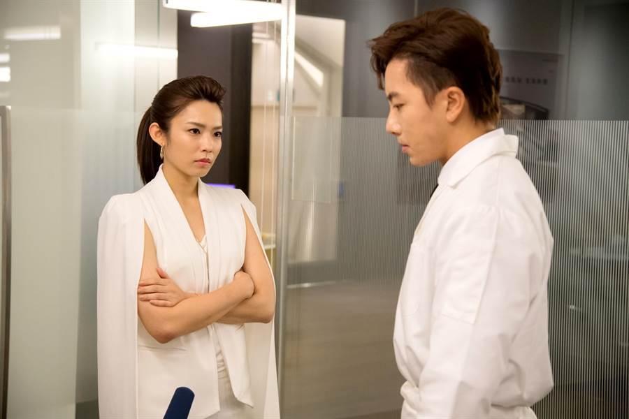 坤達、林思宇在《月村歡迎你》首集針鋒相對。(台視)