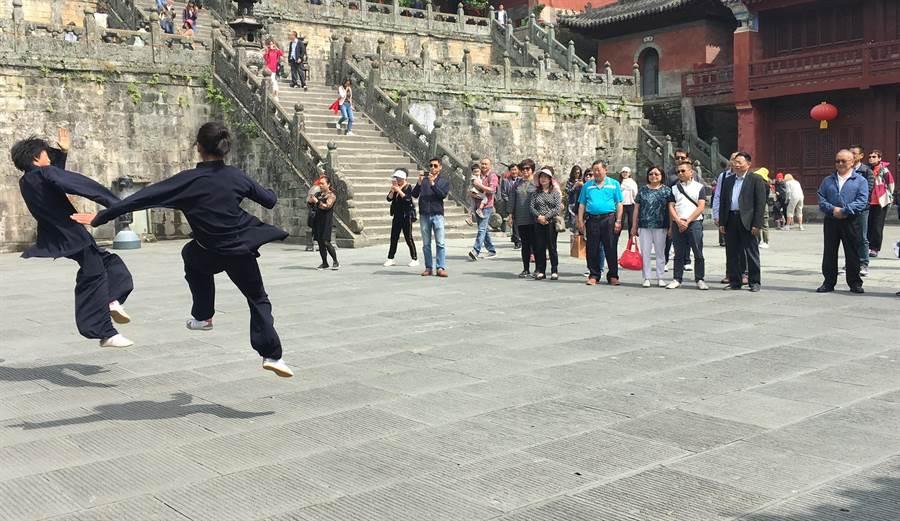 苗栗縣長徐耀昌赴大陸參訪,交流兩岸文化與觀光、農產。(何冠嫻翻攝)