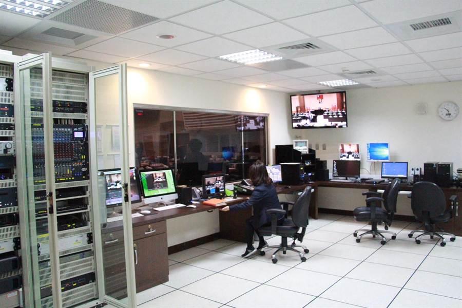 苗栗縣議會首創全台利用中華電信網路直播系統,議員問政表現備受矚目。(何冠嫻攝)