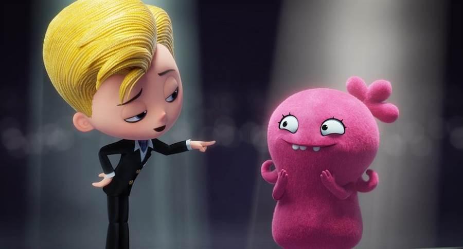 尼克聲演「完美」娃娃小盧(左)。(CatchPlay提供)
