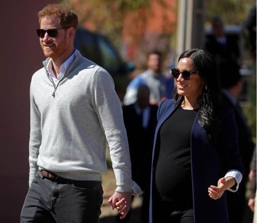 梅根王妃確定己入院產子,哈利王子也在身邊陪伴。(圖/路透社)