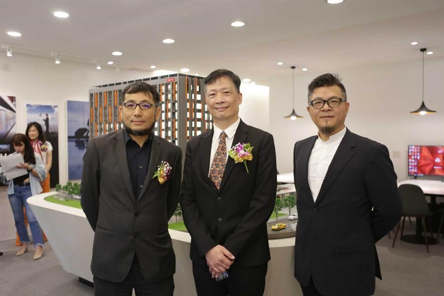 左起陳彥儒建築師、張正清喬崴國際建設總經理、胡自培喬崴國際機場酒店總經理