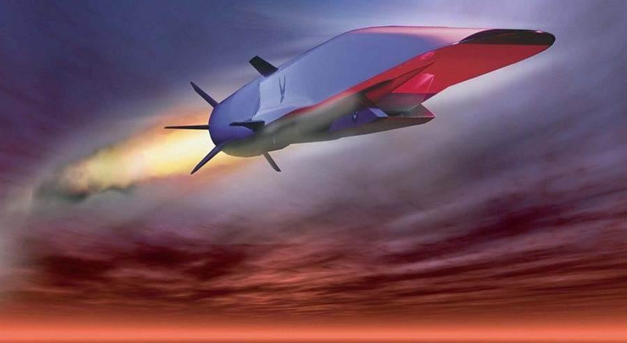 有進氣口的就是高超音速進氣武器HAWC,屬於極高速巡弋飛彈。(圖/美國空軍)