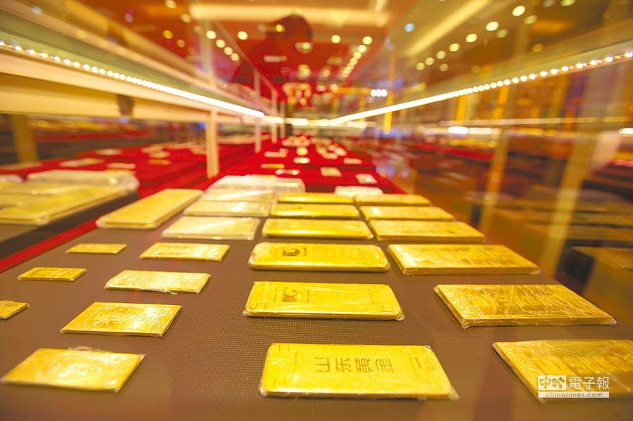 美股續創歷史新高且美元指數支撐於高檔,黃金相形失色而呈震盪走低。(中新社)