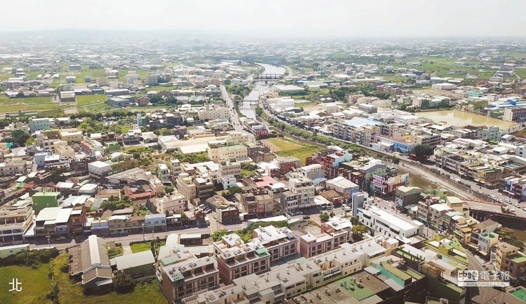 鹿港頂番婆密密麻麻的工廠分布在特定農業區,沒有一家符合地目。(吳敏菁翻攝)
