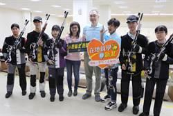 藝人阿翔和副市長PK槍法 手抖掛蛋好漏氣