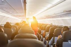搭飛機驚見隔壁乘客 膿汁爆流一地