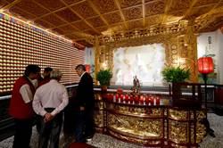 日月潭月老寒拾殿兩岸婚禮 10月18日杭州步紅毯
