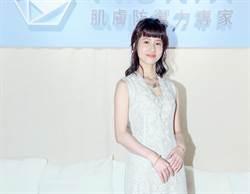 清新女神連俞涵「深V開岔到橫隔膜」:入行以來最低胸!