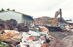 400噸廢棄物 農地變垃圾山
