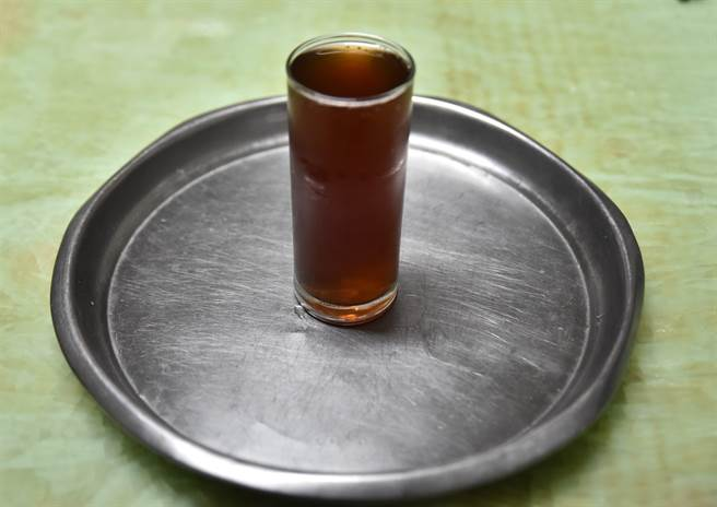岡山阿公店青草茶清涼解渴。(林瑞益攝)