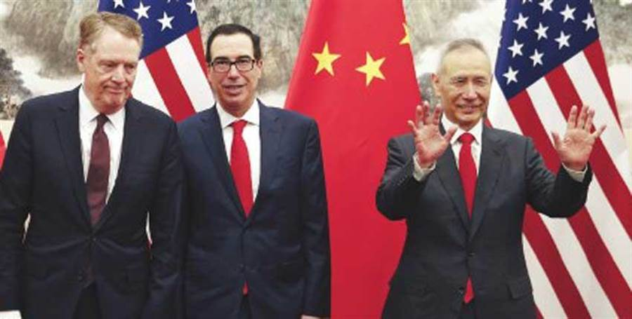 劉鶴(右)準備赴美 談判仍有轉圜。(圖:美聯社)