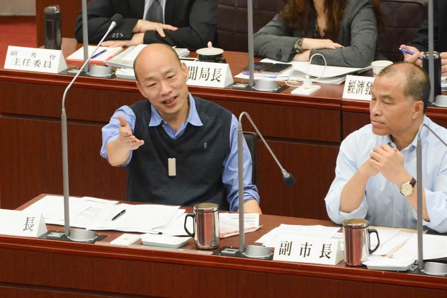 高雄市長韓國瑜不願配合議員李柏毅等人簽署青年創業基金MOU,但承諾8月將送基金預算進議會審議,協助青年創業的決心不會改變。(林宏聰攝)