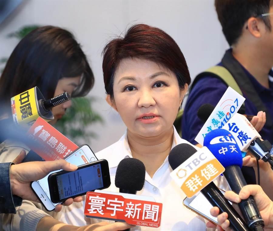 台中市長盧秀燕7日表示,她不太懂蔡總統對自經對的邏輯,也凸顯現在中央政府財經知識不足,呼籲中央不要再搞政治了,趕快拚經濟。(盧金足攝)