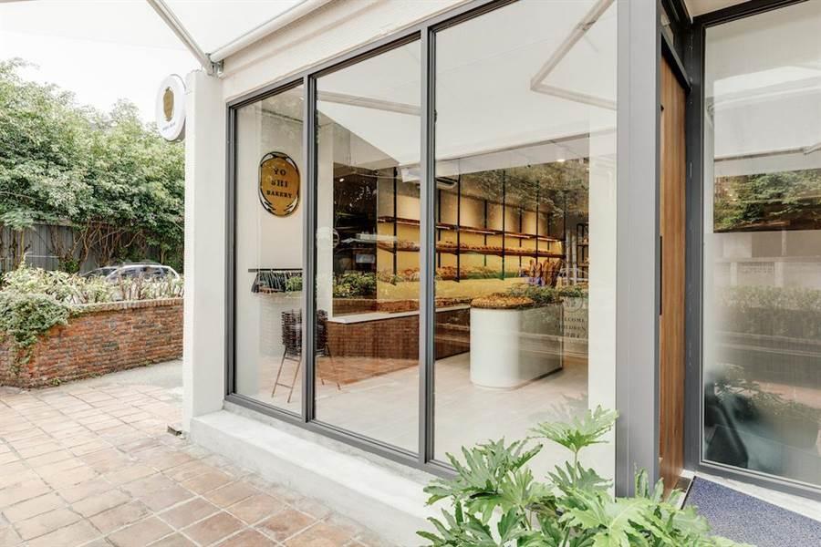 2017年世界麵包大賽冠軍陳耀訓,結束高雄麵包店「巴黎波波」門市,到台北敦北商圈開設新品牌「陳耀訓・麵包埠」(Yoshi Bakery),主打社區型麵包店。(Yoshi Bakery提供)