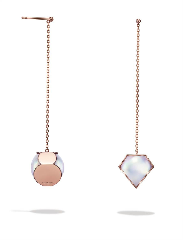 TASAKI FACETED 珍珠櫻花金長耳環,17萬8000元。(TASAKI提供)