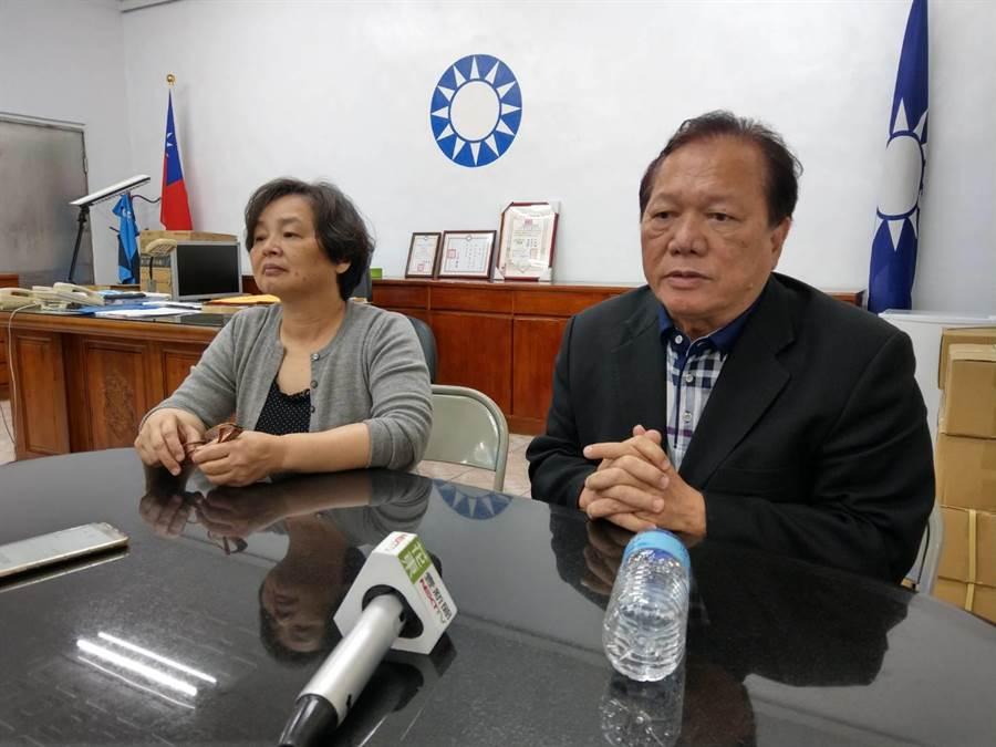 國民黨花蓮縣黨部主委鄒永宏(右)與一組總幹事蘇滿嬌(左)也強烈懷疑黨中央斷線作法。(范振和攝)