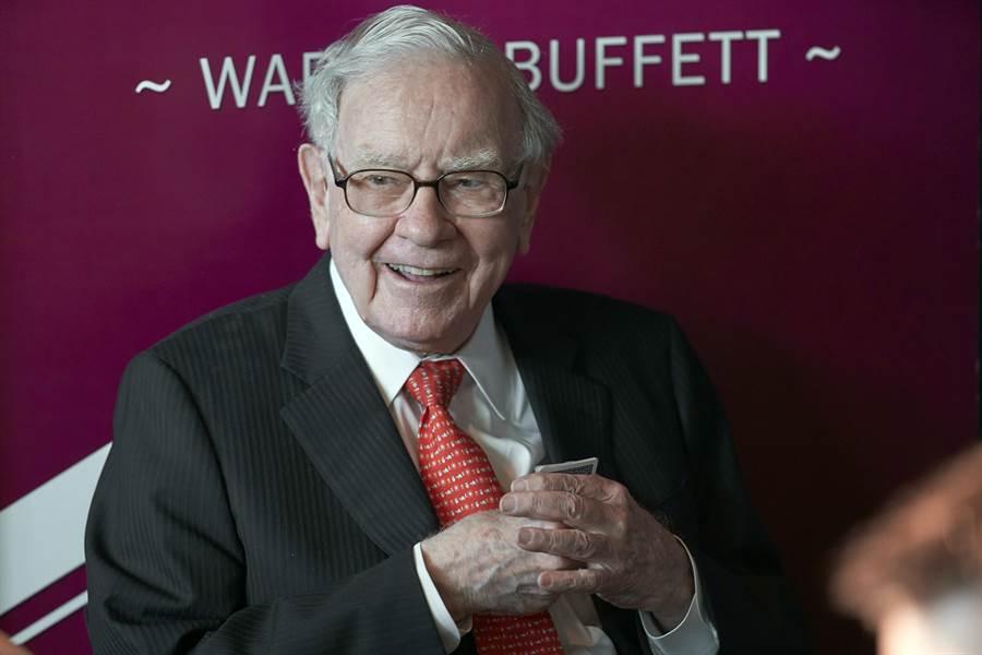 對於美中貿易戰煙硝味四起,億萬富豪股神巴菲特6日表示,美中爆發貿易戰,將「對全世界不利」。(美聯社)