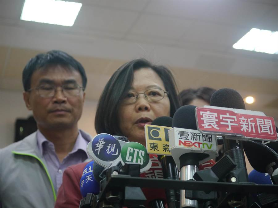 高雄市長韓國瑜主張力推自由經濟示範區,蔡英文總統今(7)日在貢寮表達反對,認為大陸會利用台灣產品的名義,躲避美國課徵的關稅。(張穎齊攝)
