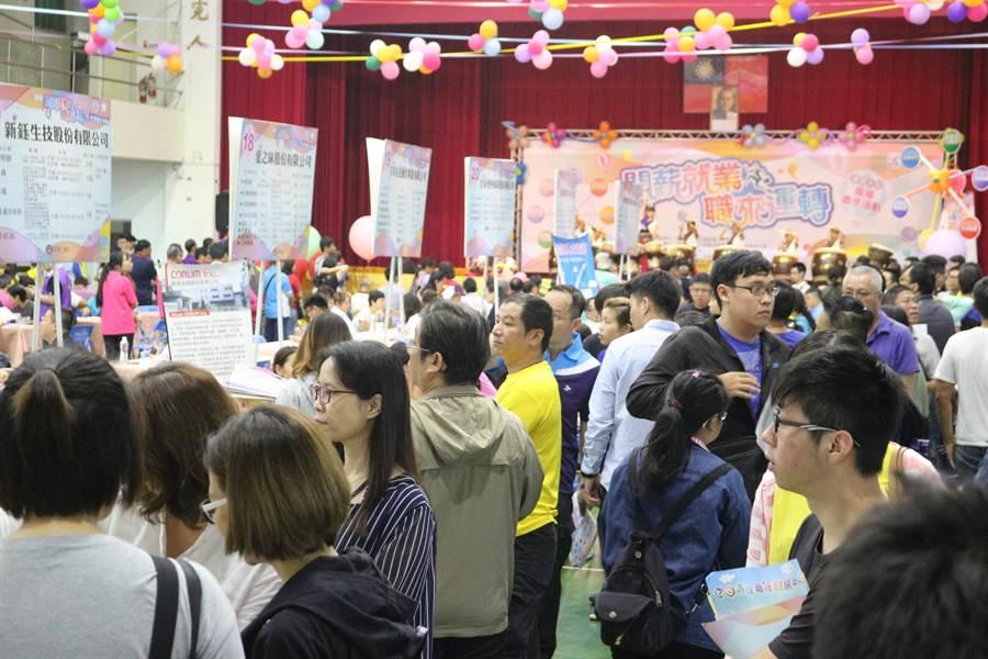 勞動部周六將在成大辦就博會,其中逾5成職缺待遇30k起跳。(曹婷婷攝)